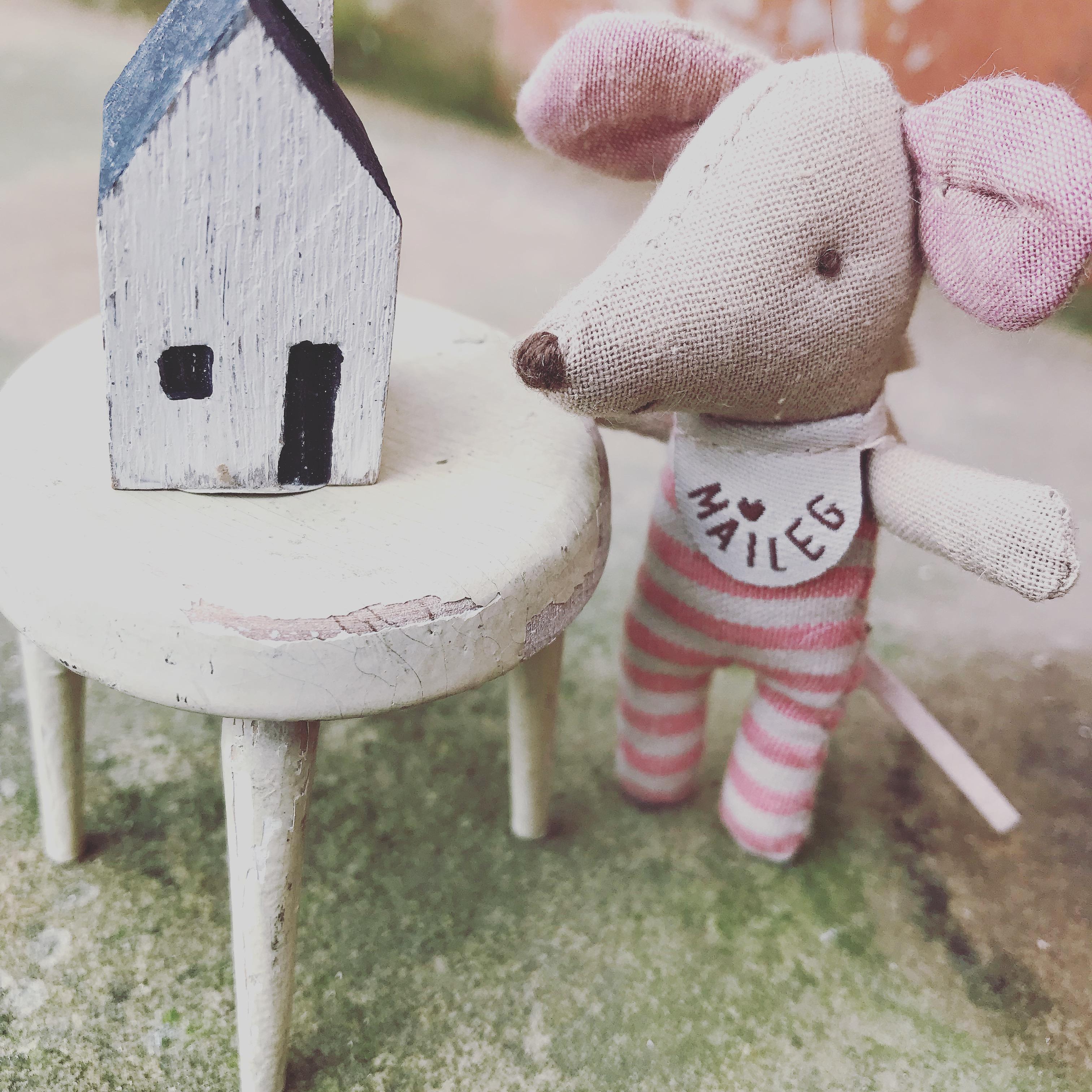 Shopkeeper Dolls house figure